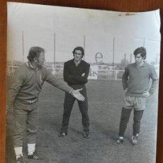 Coleccionismo deportivo: FOTO JESÚS MARTÍNEZ ENTRENANDO. FOTO NICOLÁS. OCTUBRE 1973.. Lote 148655054
