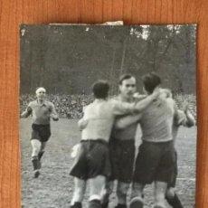 Coleccionismo deportivo: FOTOGRAFIA GOL EN EL SUIZA-ESPAÑA MAYO 1936. FOTOGRAFIA CONTRARAS Y VILASECA.. Lote 148657950
