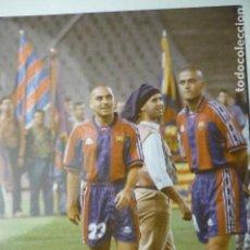 Coleccionismo deportivo: FOTO PRENSA TAMAÑO CUARTILLA LUIS ENRIQUE Y DELA PEÑA F.C.BARCELONA. Lote 148678326