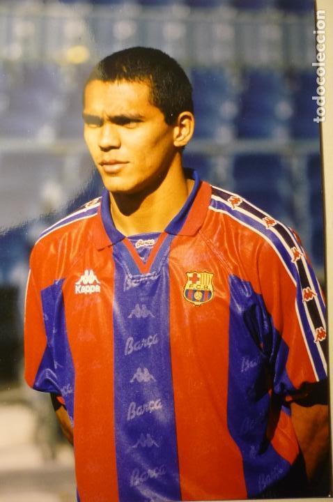 FOTO PRENSA FUTBOL TAMAÑO CUARTILLA JUGADOR GIOVANNI DEL F.C.BARCELONA (Coleccionismo Deportivo - Documentos - Fotografías de Deportes)