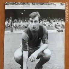 Coleccionismo deportivo: FOTOGRAFIA ORIGINAL COSTAS (F.C. BARCELONA). FOTO SEGUI. AÑO 1973.. Lote 148841126