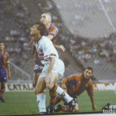 Coleccionismo deportivo: FOTO PRENSA TAMAÑO CUARTILLA F.C.BARCELONA -STOICKOV. Lote 149894886
