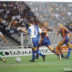 Coleccionismo deportivo: FOTO PRENSA JUGADA PARTIDO AT.MADRID-F-C-BARCELONA -TAMAÑO CUARTILLA GIOVANNI-..SIMEONE... Lote 149895094