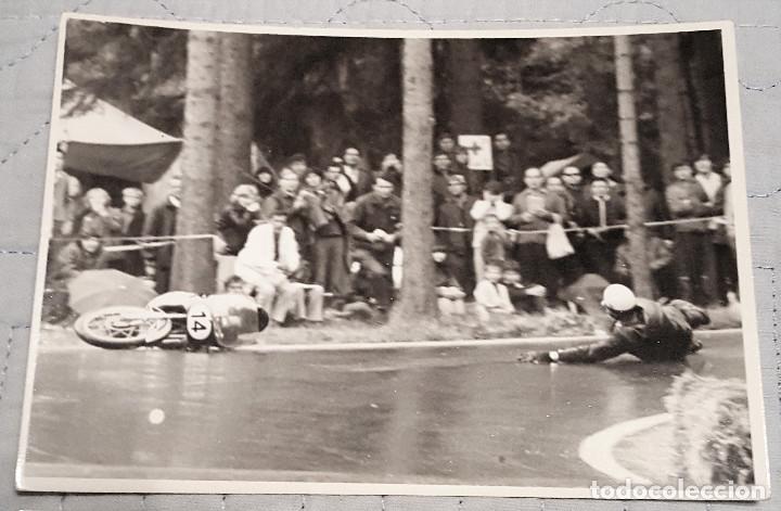 Coleccionismo deportivo: 2 fotos de pilotos españoles motociclismo años 60/70 - Foto 2 - 149909062