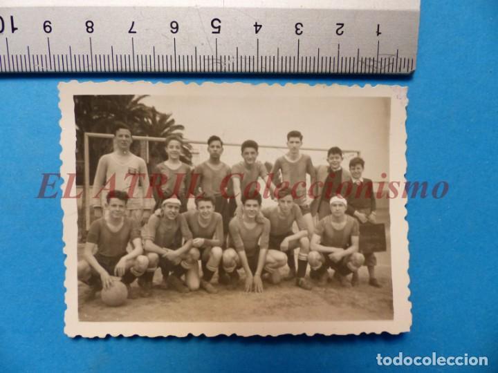 Coleccionismo deportivo: 13 ANTIGUAS, BONITAS E INTERESANTES FOTOGRAFIAS DE ALINEACIONES DE EQUIPOS DE FUTBOL - AÑOS 1930-40 - Foto 2 - 150943318