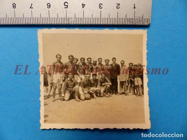 Coleccionismo deportivo: 13 ANTIGUAS, BONITAS E INTERESANTES FOTOGRAFIAS DE ALINEACIONES DE EQUIPOS DE FUTBOL - AÑOS 1930-40 - Foto 10 - 150943318