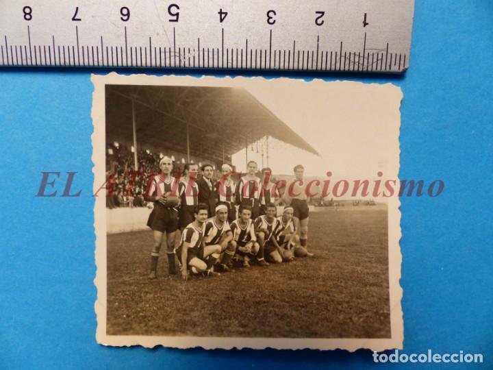 Coleccionismo deportivo: 13 ANTIGUAS, BONITAS E INTERESANTES FOTOGRAFIAS DE ALINEACIONES DE EQUIPOS DE FUTBOL - AÑOS 1930-40 - Foto 14 - 150943318
