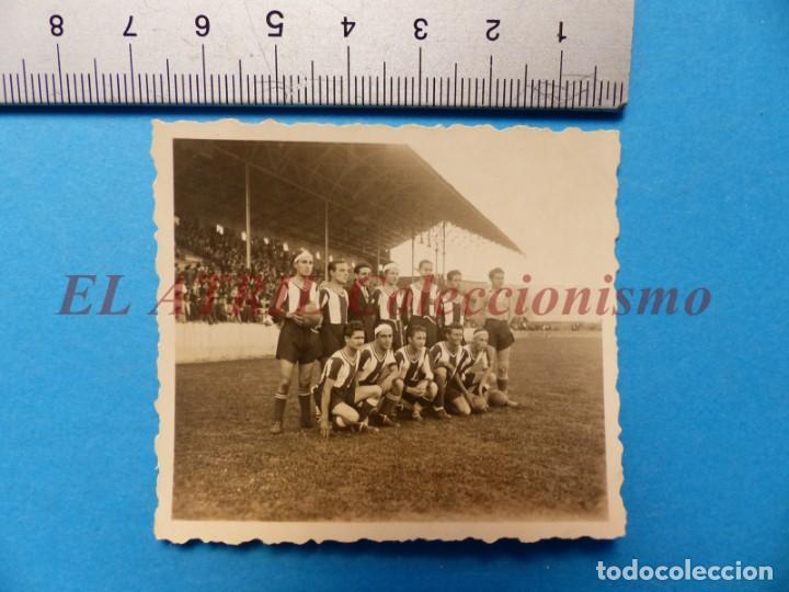 Coleccionismo deportivo: 13 ANTIGUAS, BONITAS E INTERESANTES FOTOGRAFIAS DE ALINEACIONES DE EQUIPOS DE FUTBOL - AÑOS 1930-40 - Foto 16 - 150943318