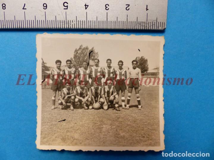 Coleccionismo deportivo: 13 ANTIGUAS, BONITAS E INTERESANTES FOTOGRAFIAS DE ALINEACIONES DE EQUIPOS DE FUTBOL - AÑOS 1930-40 - Foto 20 - 150943318