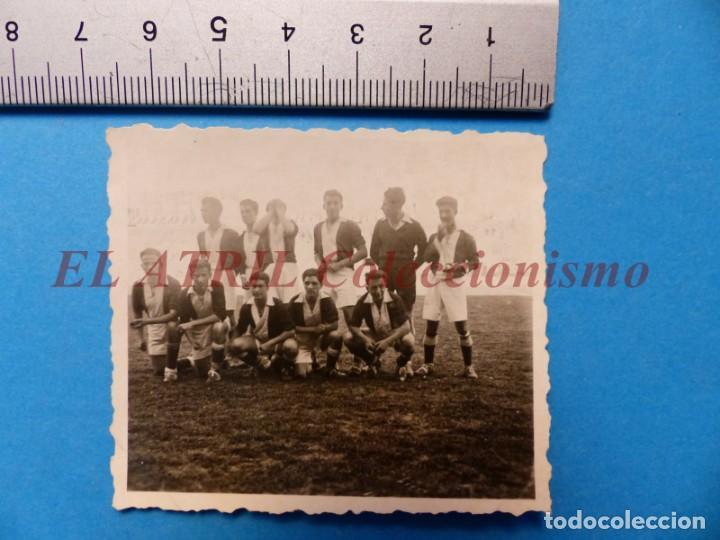 Coleccionismo deportivo: 13 ANTIGUAS, BONITAS E INTERESANTES FOTOGRAFIAS DE ALINEACIONES DE EQUIPOS DE FUTBOL - AÑOS 1930-40 - Foto 22 - 150943318