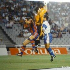 Coleccionismo deportivo: FOTOGRAFIA PRENSA FUTBOL PARTIDO FC BARCELONA-AT.MADRID -TAMAÑO CUARTILLA. Lote 151159038