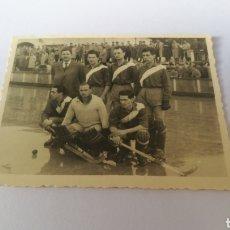 Coleccionismo deportivo: FOTO 1958 HOCKEY SANTA LUCIA DE CORUÑA CAMPEONATO ESPAÑA TORRELAVEGA SANTANDER HOQUEI. Lote 151505045