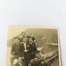 Coleccionismo deportivo: FOTO 1958 REGRESO CAMPEONATO ESPAÑA TORRELAVEGA COSTAVERDE ASTURIAS HOCKEY HOQUEI. Lote 151506173