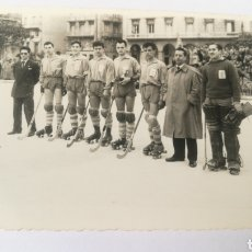 Coleccionismo deportivo: FOTO 1956 CAMPEONATO GALLEGO HOCKEY C. ASTURIANO A CORUÑA PLAZA MARIA PITA. Lote 151506508