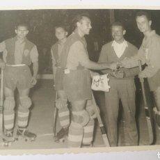 Coleccionismo deportivo: FOTO 1956 TROFEO TERESA HERRERA ALCODIAM ALCOY VALENCIA HOQUEI HOCKEY PATINES. Lote 151506896