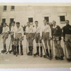 Coleccionismo deportivo: FOTO 1951 PRISIÓN CARCEL CORUÑA DEPORTIVO 1 CASTROS 2 TROFEO REDENCIÓN GALICIA HOQUEI HOCKEY. Lote 151508541
