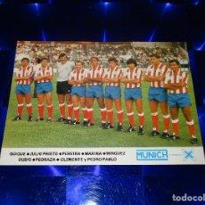 Coleccionismo deportivo: ANTIGUA FOTOGRAFIA PROMOCIONAL MUNICH MARCA DE LA X / PLANTILLA ATLETICO DE MADRID. Lote 151619058