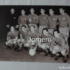 Coleccionismo deportivo - R. MADRID. ALINEACIÓN FINALISTA COPA DE EUROPA 1961-1962 EN AMSTERDAM CONTRA EL BENFICA. FOTO - 151665542