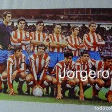 Coleccionismo deportivo - AT. MADRID. ALINEACIÓN PARTIDO DE LIGA 1969-1970 EN EL CAMP NOU CONTRA EL BARCELONA. FOTO - 151667278