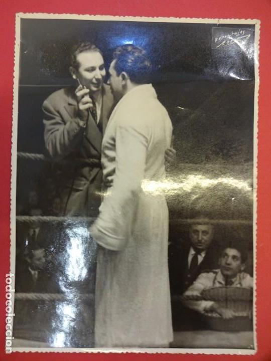 Coleccionismo deportivo: LUCHA LIBRE. Foto original 23 x 17. José TARRÉS entrevistado por Joaquin Soler Serrano. CIRCA 1950 - Foto 2 - 152321098