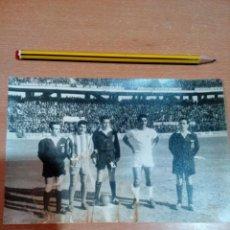 Coleccionismo deportivo: FOTO CAPITANES AÑOS 60 - PARTIDO ATLÉTICO -SEVILLA -VER FOTOS Y ESTADO. Lote 152894614