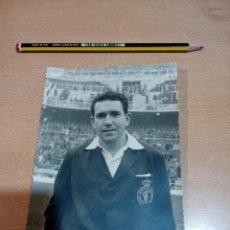 Coleccionismo deportivo: FOTO ARBITRO AÑOS 60 --VER FOTOS . Lote 152894790