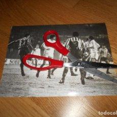 Coleccionismo deportivo: FOTO CARVAJAL 29 12 1985 MANOLO SANCHÍS GALLEGO SANTILLANA REAL MADRID CONTRA EL BETIS ORIGINAL. Lote 152951030