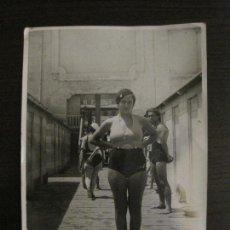 Coleccionismo deportivo: BARCELONA-NADADORA-AÑO 1933-FOT· A.MERLETTI-FOTOGRAFIA ANTIGUA-VER FOTOS-(V-16.114). Lote 155157386