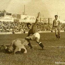 Coleccionismo deportivo: FÚTBOL EN CHAMARTÍN. PARTIDO REAL MADRID-ZARAGOZA EN SEPT. DE 1934. TAMAÑO 15X20CM. FOT. 'VIDEA'. Lote 155669502