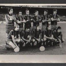 Coleccionismo deportivo: FOTO ORIGINAL FUTBOL BARÇA PLANTILLA - PARTIDO DEL 4-12-1977 CONTRA EL REAL MADRID. Lote 155804806