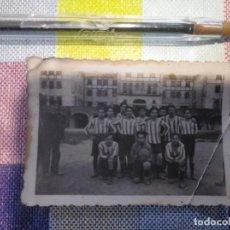 Coleccionismo deportivo: FOTO ANTIGUA EQUIPO DE FÚTBOL LOS MECÁNICOS. Lote 155846794