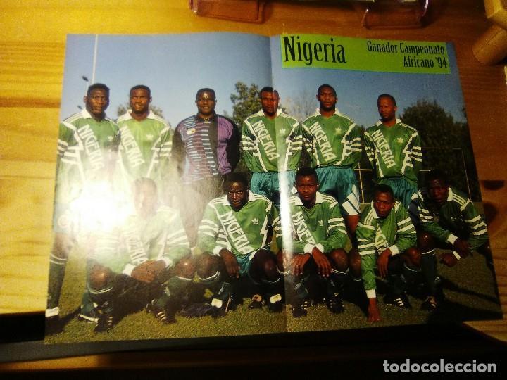 POSTER DE LA REVISTA FUTBOL MUNDIAL. NIGERIA CAMPEON DE AFRICA 1994.FINIDI.YEKINI.OKOCHA.AMUNIKE (Coleccionismo Deportivo - Documentos - Fotografías de Deportes)