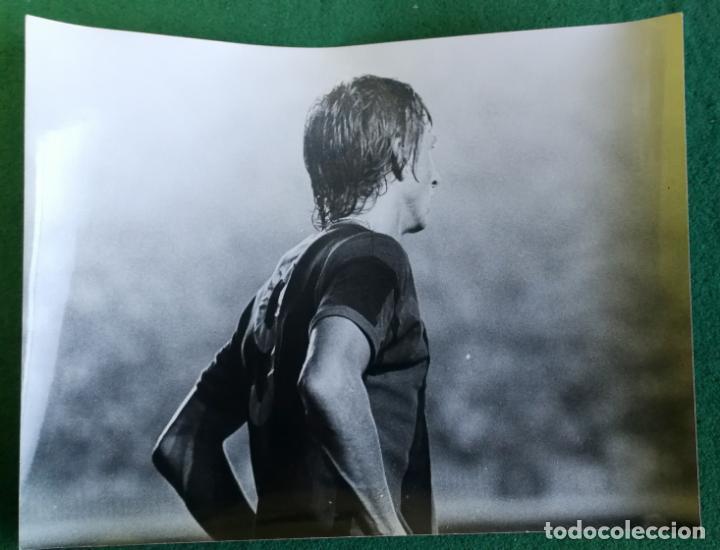 FOTOGRAFIA CRUIFF 2 - FOTO ORIGINAL 18X24 - FUTBOL CLUB BARCELONA - 1974/75 NOU CAMP (Coleccionismo Deportivo - Documentos - Fotografías de Deportes)