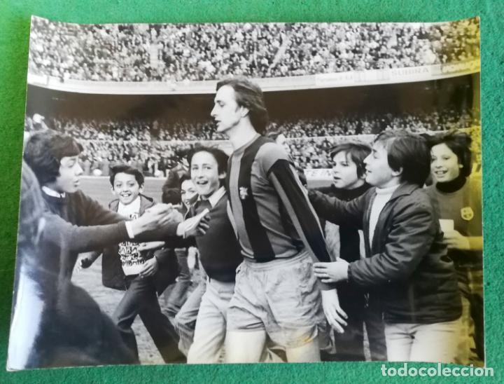 FOTOGRAFIA CRUIFF 3 - FOTO ORIGINAL 18X24 - FUTBOL CLUB BARCELONA - 1974/75 NOU CAMP (Coleccionismo Deportivo - Documentos - Fotografías de Deportes)