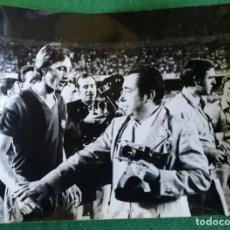 Coleccionismo deportivo: FOTOGRAFIA CRUIFF 9 - FOTO ORIGINAL 18X24 - FUTBOL CLUB BARCELONA - 1974/75 NOU CAMP. Lote 156165862