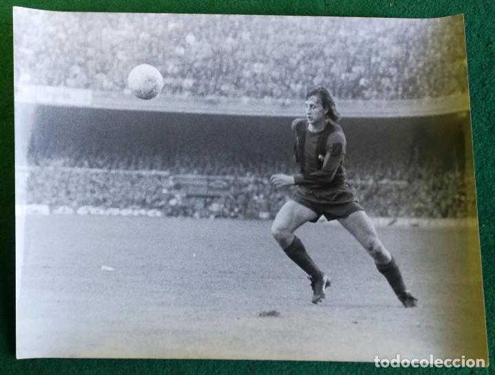 FOTOGRAFIA CRUIFF 10 - FOTO ORIGINAL 18X24 - FUTBOL CLUB BARCELONA - BARÇA - 1974/75 NOU CAMP (Coleccionismo Deportivo - Documentos - Fotografías de Deportes)