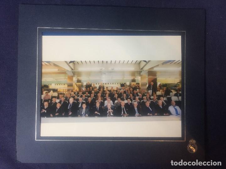 FOTOGRAFIA REAL MADRID BERNABEU FLORENTINO PEREZ PRESIDENTE CON SOCIOS SENIOR DIRECCION ZONA VIP 21X (Coleccionismo Deportivo - Documentos - Fotografías de Deportes)