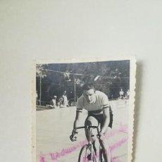 Coleccionismo deportivo: FOTOGRAFÍA DEDICADA CICLISTA KELLY. Lote 156909254