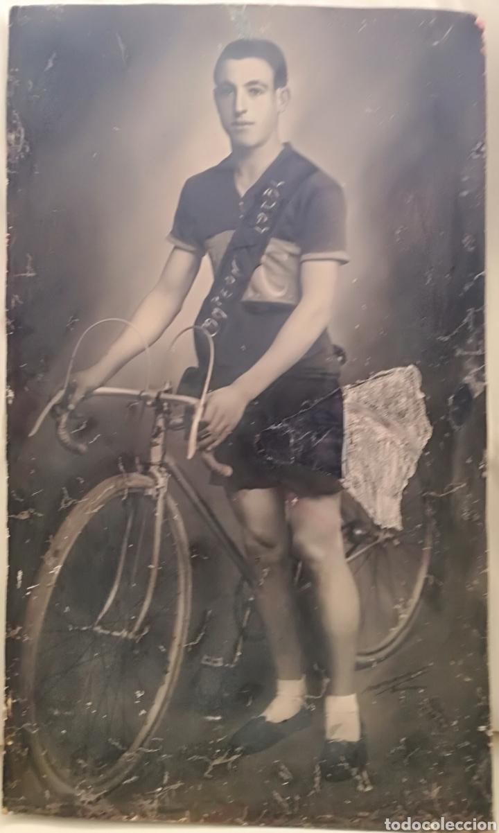 Coleccionismo deportivo: AntIgua y Gran Foto Ciclista Campeon. - Foto 2 - 159394654