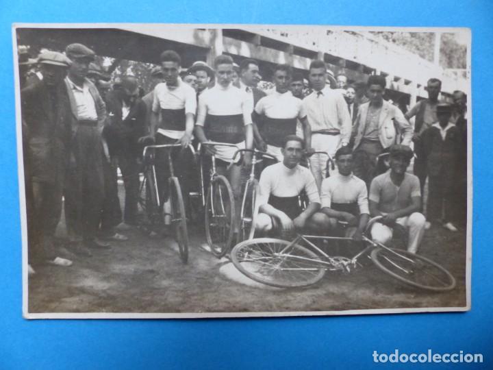 ANTIGUA POSTAL FOTOGRAFICA DE EQUIPO CICLISTA (Coleccionismo Deportivo - Documentos - Fotografías de Deportes)