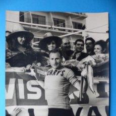 Coleccionismo deportivo: ANTIGUA FOTOGRAFIA DE CICLISTA - AÑOS 1960-70 - FERRYS - VUELTA CICLISTA A LEVANTE. Lote 159399266