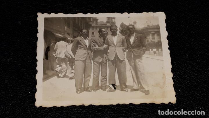Coleccionismo deportivo: Tres fotografias historicas de jugadores del Malaga F.C. año 1943 en Valencia y Xativa - Foto 3 - 159461526