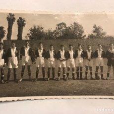 Coleccionismo deportivo: FÚTBOL. FOTOGRAFÍA ANTIGUA. EQUIPO LOCAL DE ALGÚN PUEBLO DE VALENCIA (H.1950?). Lote 160057122