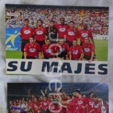 Coleccionismo deportivo: R.C.D. MALLORCA. LOTE 2 FOTOS CAMPEÓN COPA DEL REY 2002-2003 EN EL M. VALERO CONTRA R. HUELVA. Lote 160311654