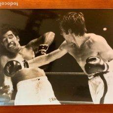 Coleccionismo deportivo: FOTOGRAFIA KEYSTONE DURANTE UN COMBATE DE BOXEO.. Lote 161840286