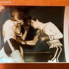 Coleccionismo deportivo: FOTOGRAFIA DURANTE UN COMBATE DE BOXEO.. Lote 162352850