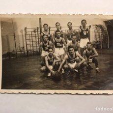 Coleccionismo deportivo: BALONCESTO. FOTOGRAFÍA (3) JUVENTUD GIMNÁSTICA C.B. (A.1940),. Lote 165201913