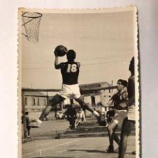 Coleccionismo deportivo: BALONCESTO. FOTOGRAFÍA (8) TORNEO BORONAT. CENTAURO- G.V (A.1944). Lote 275545388