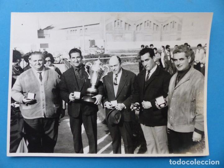 Coleccionismo deportivo: TIRO PICHON, 5 FOTOGRAFIAS, VALENCIA - AÑOS 1960 - Foto 8 - 165639718