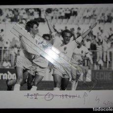 Coleccionismo deportivo: FOTOGRAFIA PRENSA MIGUEL PARDEZA CELEBRANDO GOL FC BARCELONA NASKO SIRAKOV LA ROMAREDA REAL ZARAGOZA. Lote 166458014